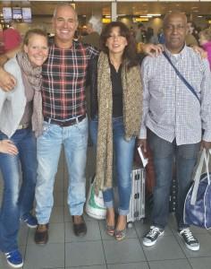Suzanne, Wouter, Inge en Clemence klaar voor vertrek op Schiphol.